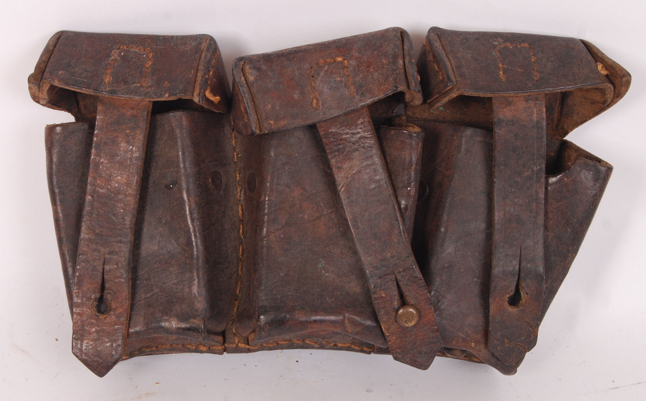 Lot 179 - AMMUNITION LEATHER POUCH