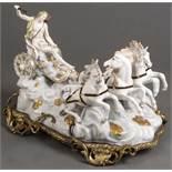 """"""" Apollo im Götterwagen"""". Wohl Meissen 19. Jh. Porzellan, bunt bemalt, auf Bronze montiert. Modell"""