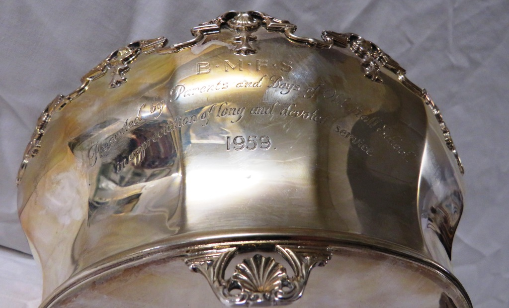 Lot 125 - Silver bowl or verriere of oval shape with crenellated rim moulded with scallops, presentation