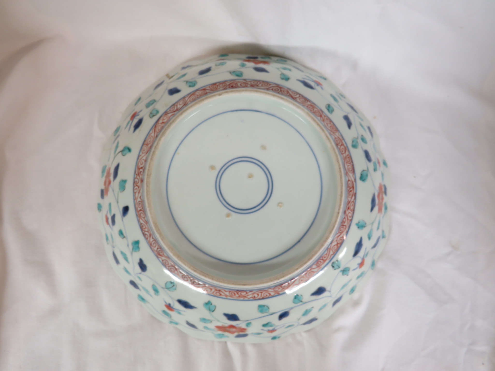 Lot 99 - Chinese porcelain rounded octagonal bowl decorated in the famille verte palette with under glaze