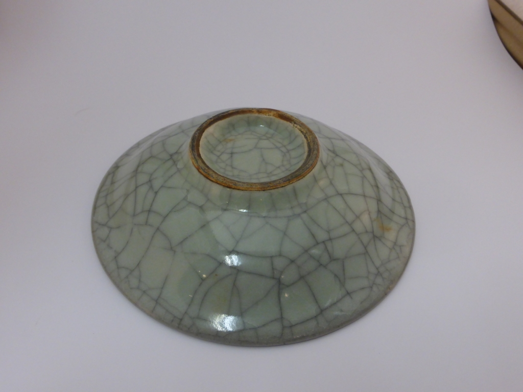 Lot 87 - Chinese Guan type circular dish, stoneware with crackled celadon glaze, diameter 17.6cm, depth 4.