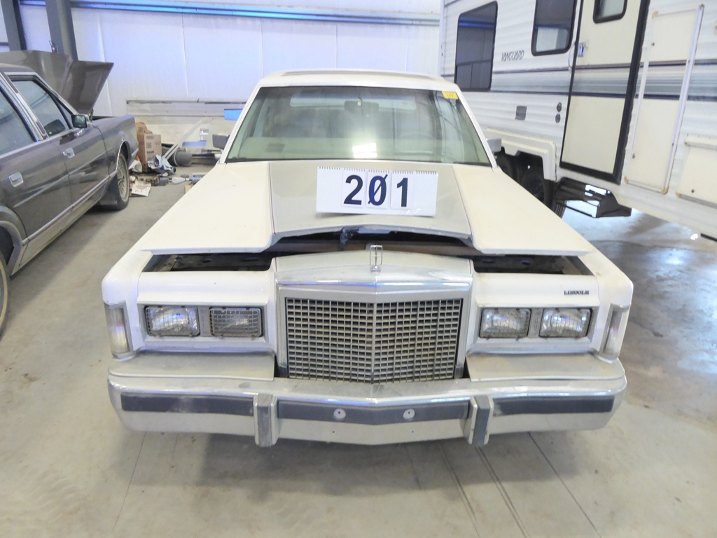 Lot 201 - 1985 LINCOLN TOWN CAR, 4DR 289,128 KM SHOWING, S/N 1LNBP96F2FY683300
