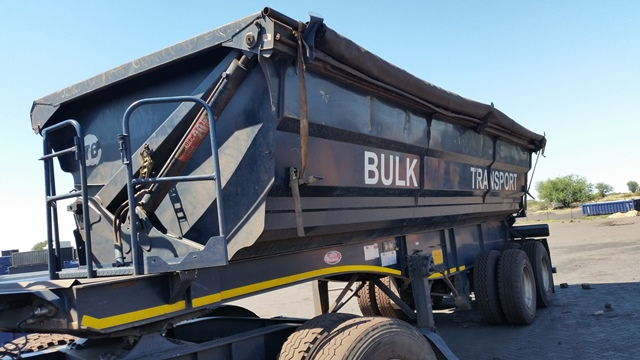 2011 Bk76gxgp Sa Truck Bodies Double Axle Side Tipper Trailer Follower 14 Day Paper Delay