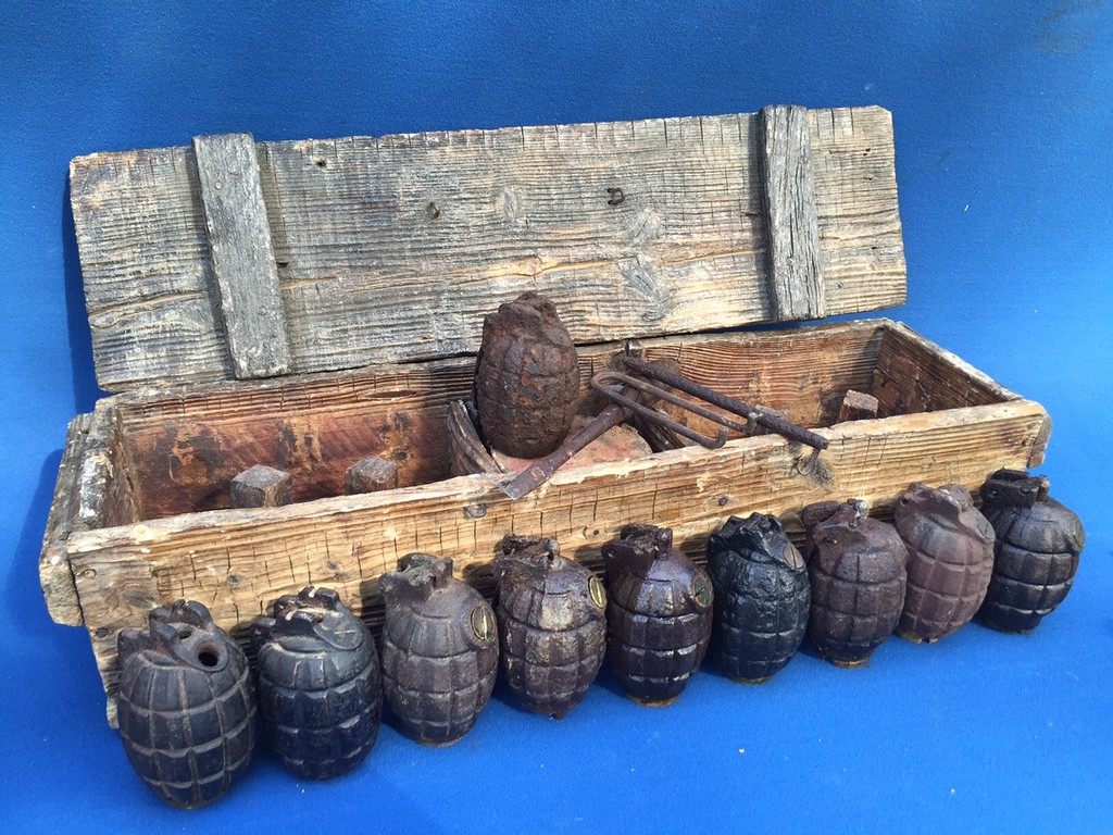 very scarce ww1 mills trench grenade wooden box with 10