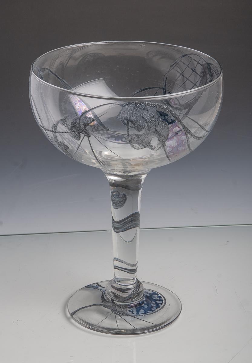 Lot 9 - Großer Glaspokal (neuzeitlich), aus klarem Glas mit grau-blauen Aufschmelzungen, H. ca. 27cm, Dm.