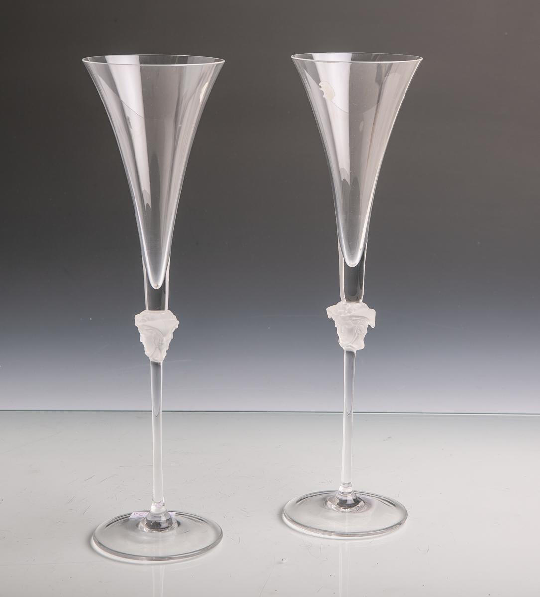 Lot 11 - Zwei Sektgläser/Sektflöten (Rosenthal, Versace, Medusa Lumière, 20. Jahrhundert), am GriffMedusakopf