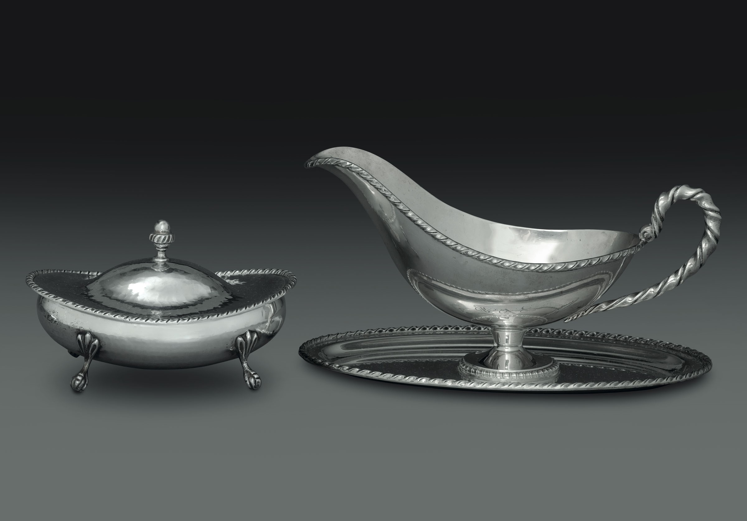 Lot 59 - Salsiera e formaggiera in argento con decoro San Marco. Argenteria italiana del XX [...]