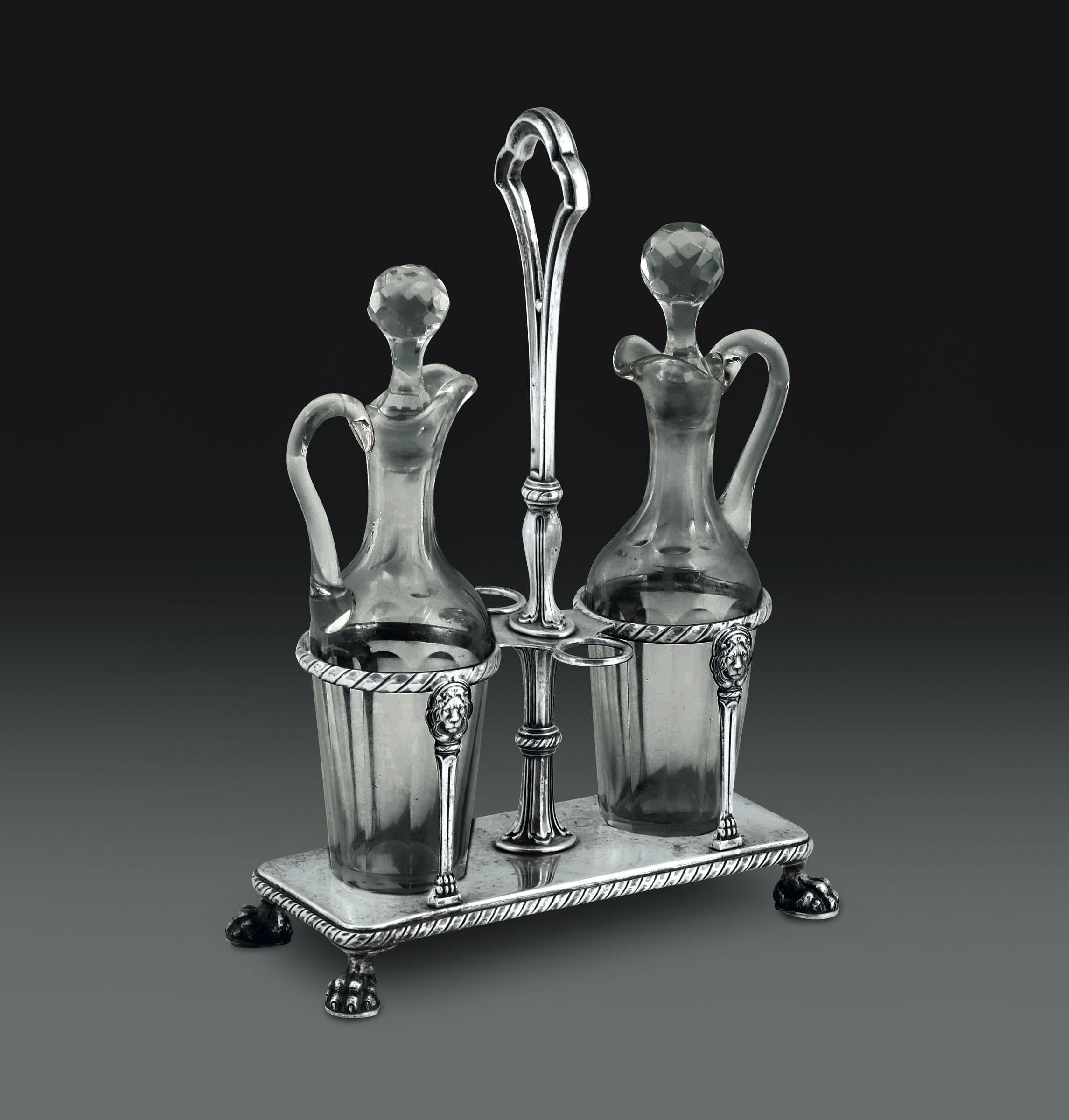 Oliera in argento e ampolle in vetro. Argenteria veneta del XX secolo, - - cm [...]