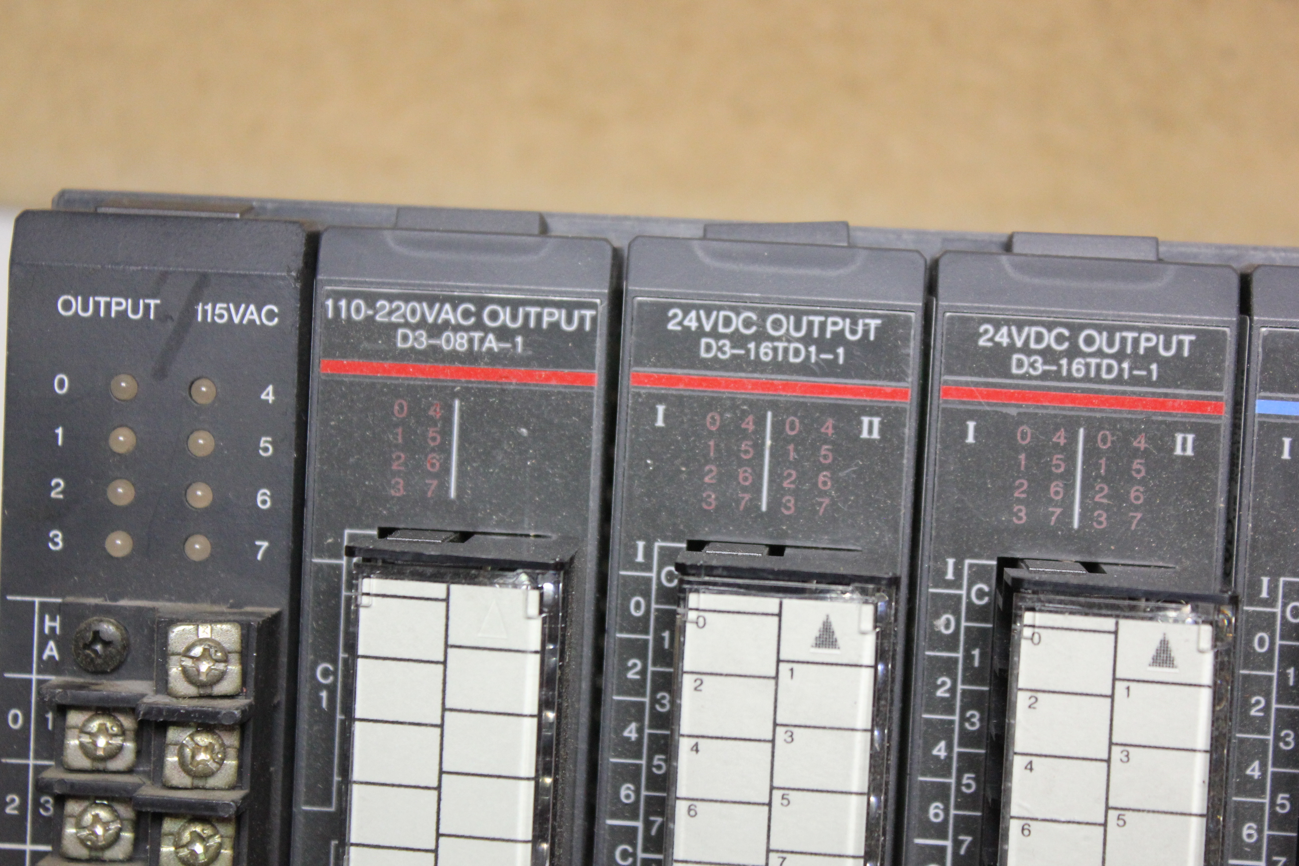 KOYO DIRECT LOGIC 305 PLC CHASSIS WITH 10 MODULES - Image 6 of 8