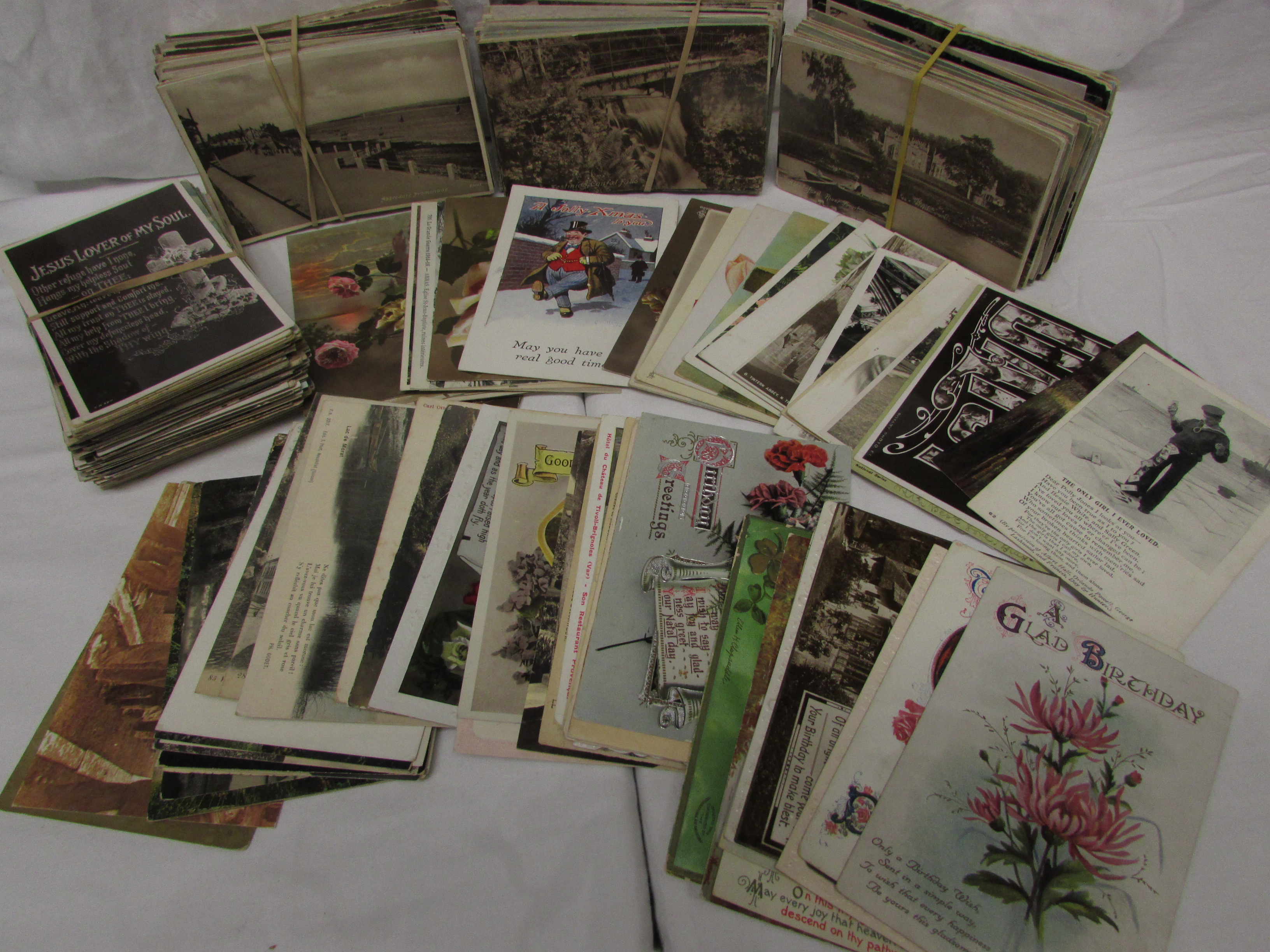Lot 195 - An assortment of about five hundred postcards, mainly British first and second quarter twentieth