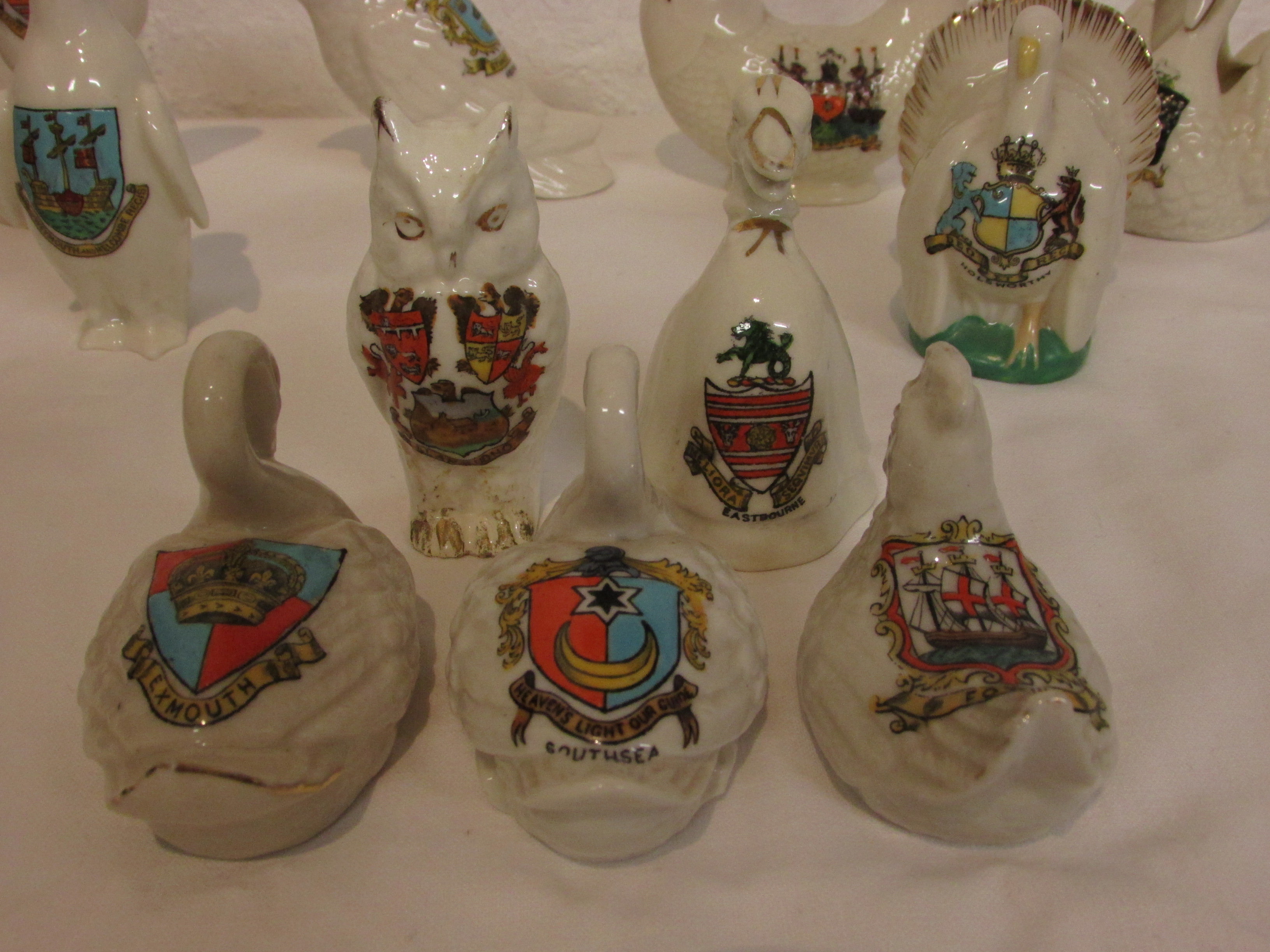 Lot 51 - Ten crested china figures of birds - Carlton, Arcadia, Grafton etc (height of tallest 9.5cm)