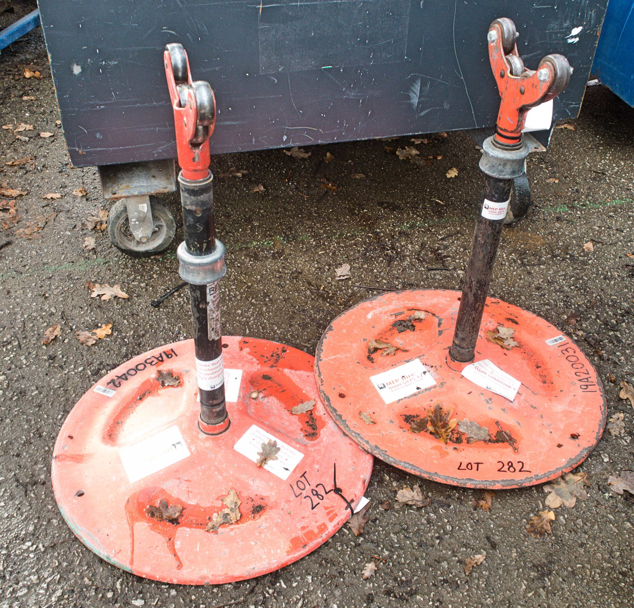 Lot 282 - 2 - Ridgid pipe stand/rollers