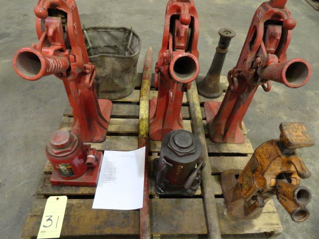 Lot 31 - LOT OF RATCHET PALLET JACKS (4): (3) Simplex Mdl. 106 & (1) Simplex Mdl. 107