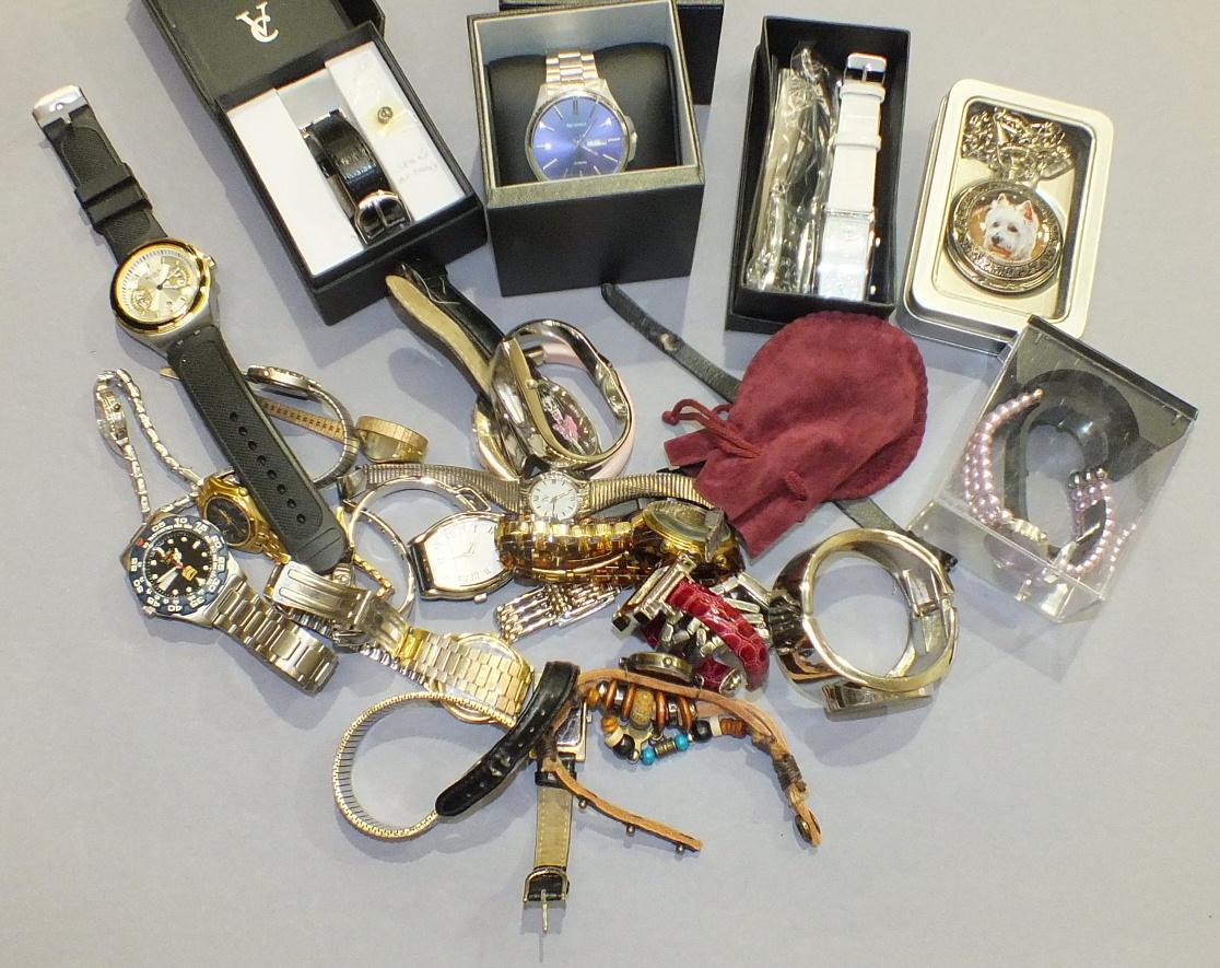 Lot 222 - A gent's Sekonda steel-cased wrist watch on steel bracelet, a gent's Swatch wrist watch, an Accurist
