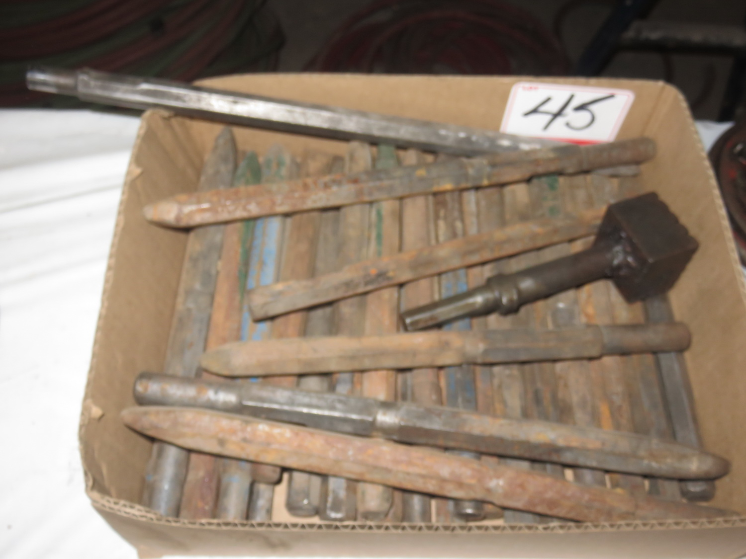 Lot 45 - LOT - STANDARD SMALL CHIPPING TOOLS