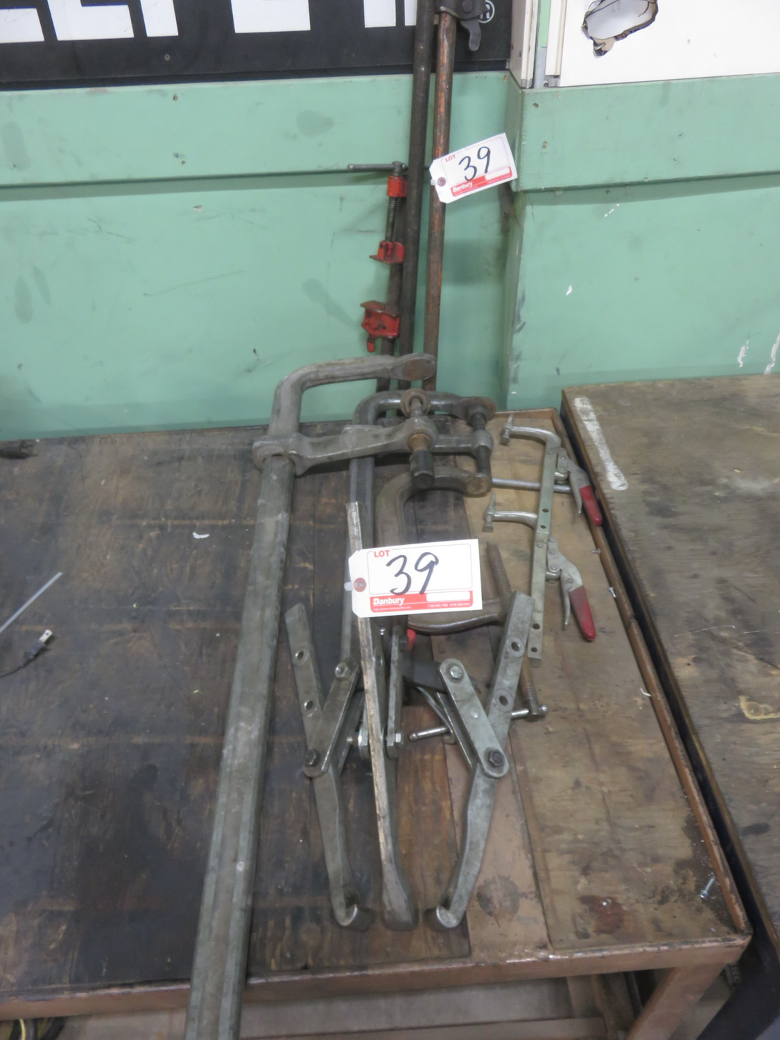 Lot 39 - LOT - H/D ADJUSTABLE CLAMPS + PULLEY PULLER