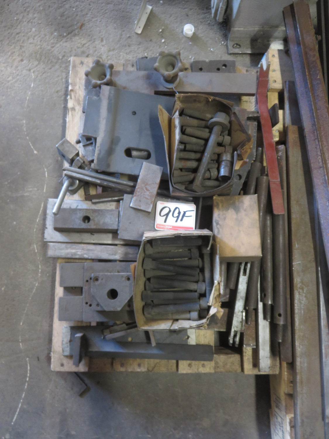 Lot 99F - LOT - BOLTS, HOLD DOWNS, ANGLE OFFCUTS ETC