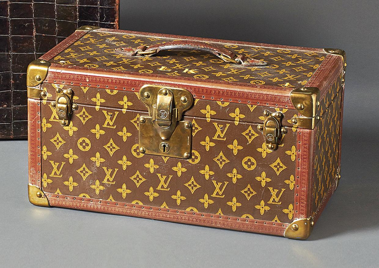 reisekoffer bo te bouteilles louis vuitton frankreich a 20 jh recheckiger koffer mit klapp. Black Bedroom Furniture Sets. Home Design Ideas