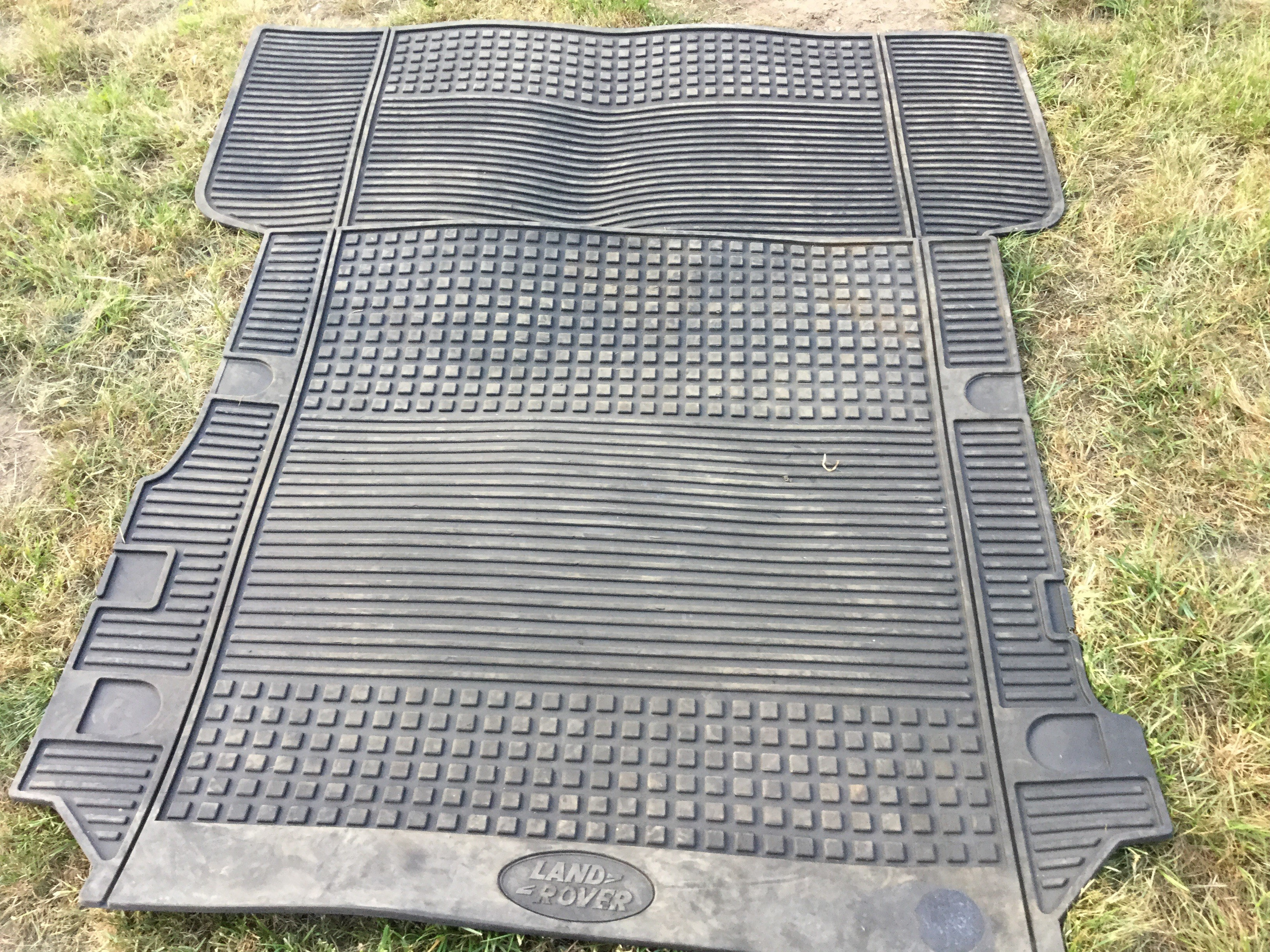 Lot 34 - Land Rover Discovery 3/4 commercial heavy duty floor mats,