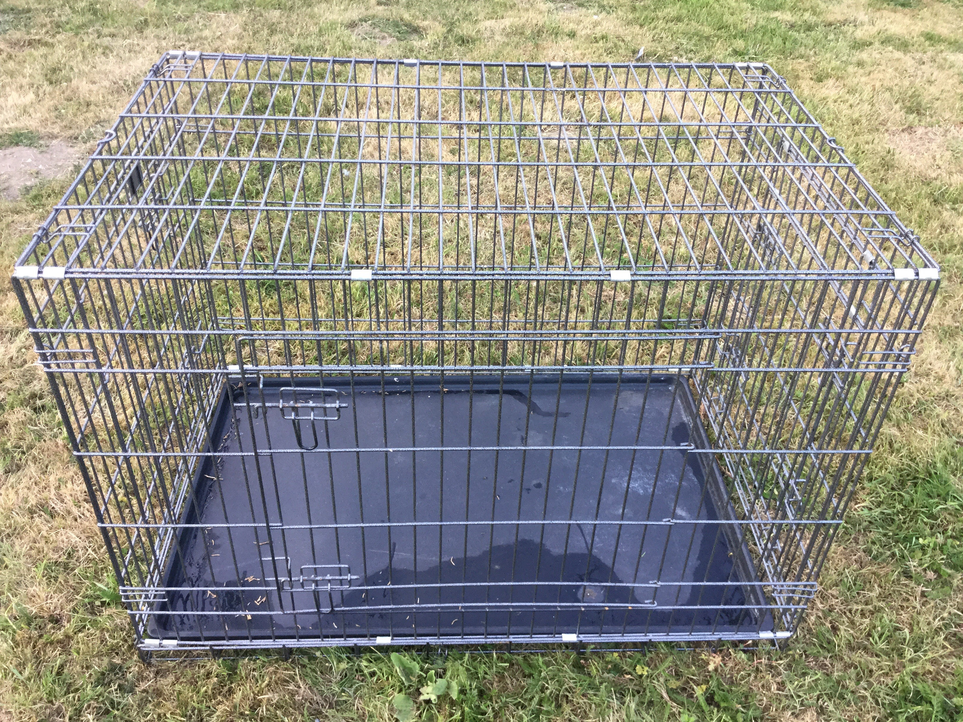 Lot 31 - Large dog cage as new. Cost £80. Stored at Hayward United Farmers, Beccles No VAT on this item.