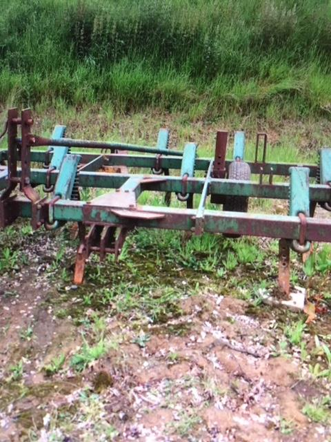 Lot 4 - John Deere Cultivator, good working order, 3.75m wide. Stored near Beccles.