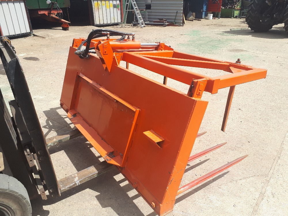 Lot 25 - New 2mt Fork and grab Stored near Eye,