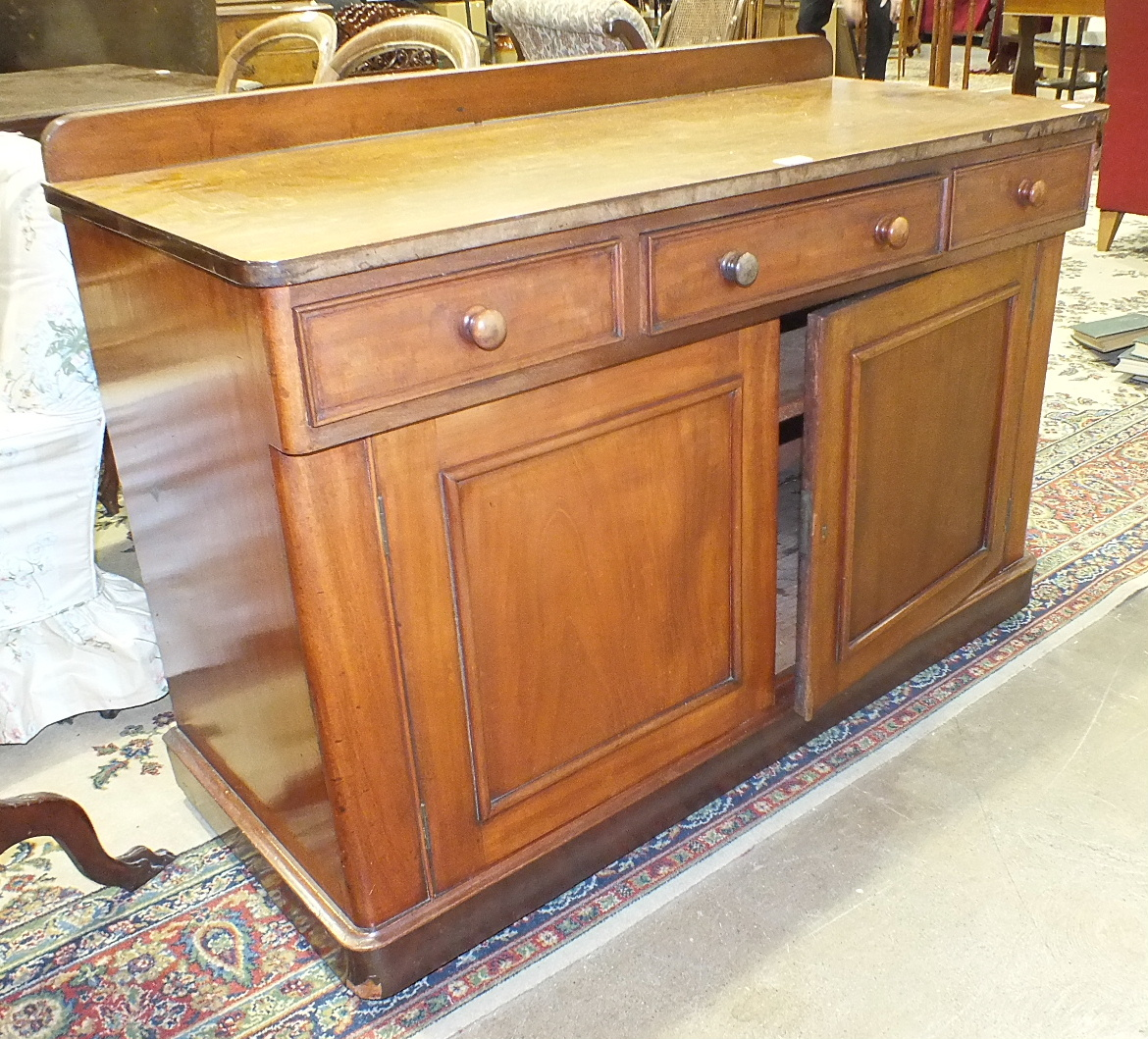 Lot 40 - A Late-Victorian mahogany finish straight-front chest of two short and three long drawers, 103.5cm