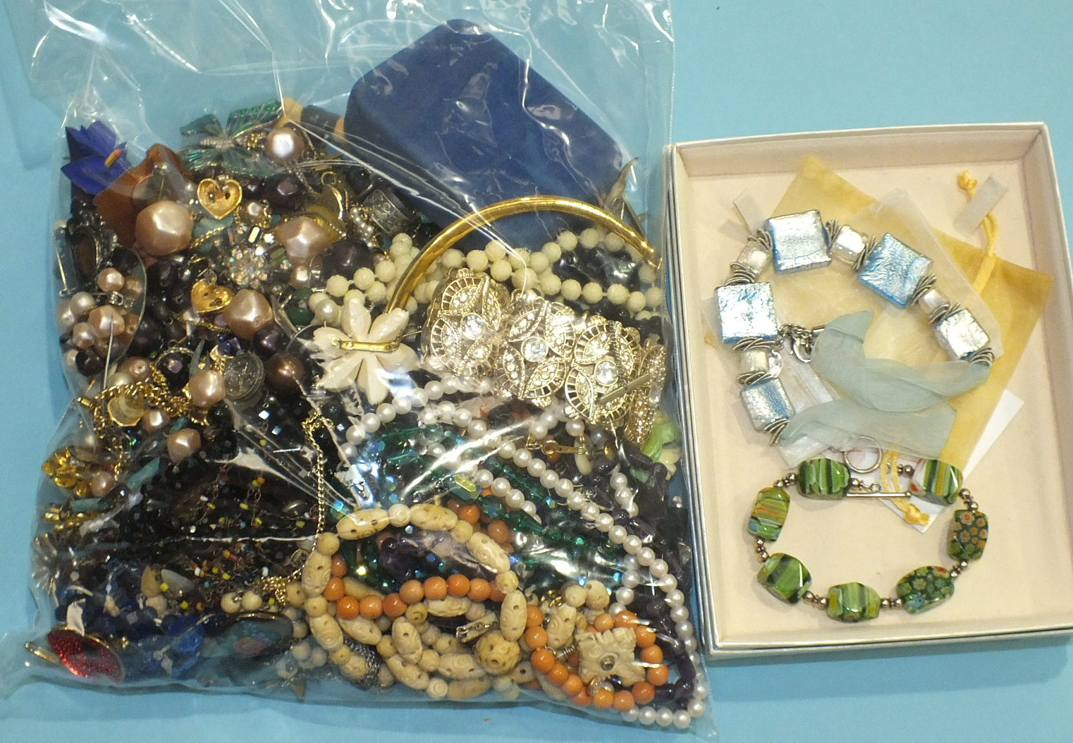 Lot 241 - A large quantity of costume jewellery.