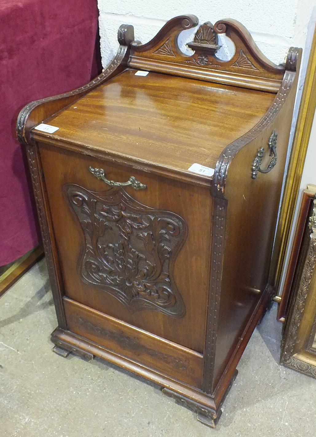 Lot 51 - An Edwardian mahogany coal purdonium with metal carrying handles, (metal interior lacking), 38cm