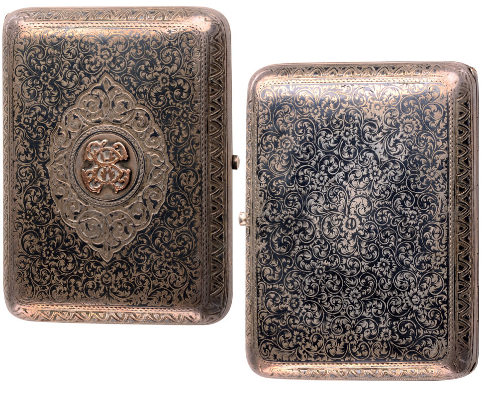 Lot 3594 - Silver gilt and niello cigarette case