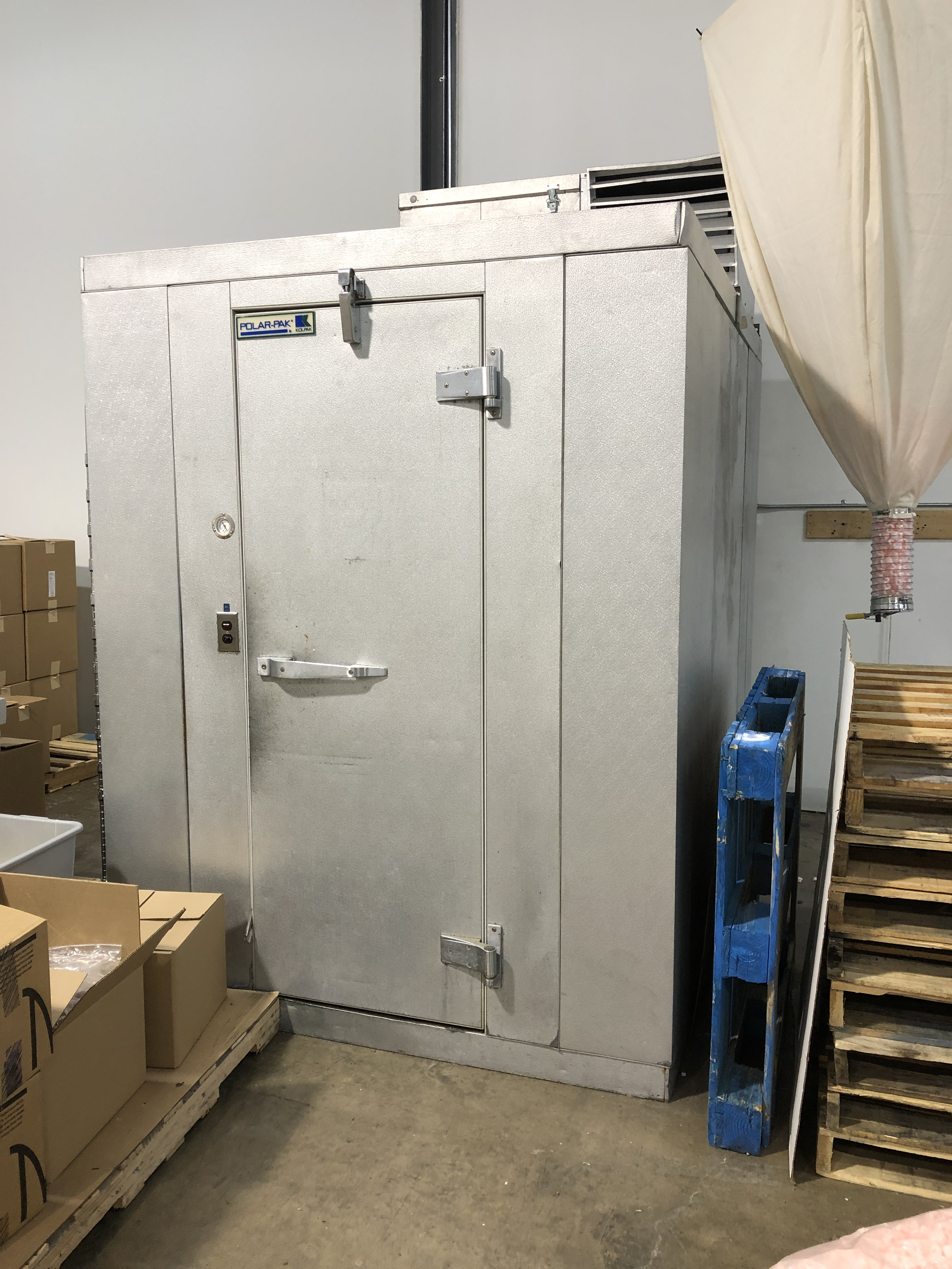 Lot 57 - Kolpak Polar-Pak Walk-in Cooler with top mounted freon compressor. Outside dimensions 8 x 6 x 7.5 ft