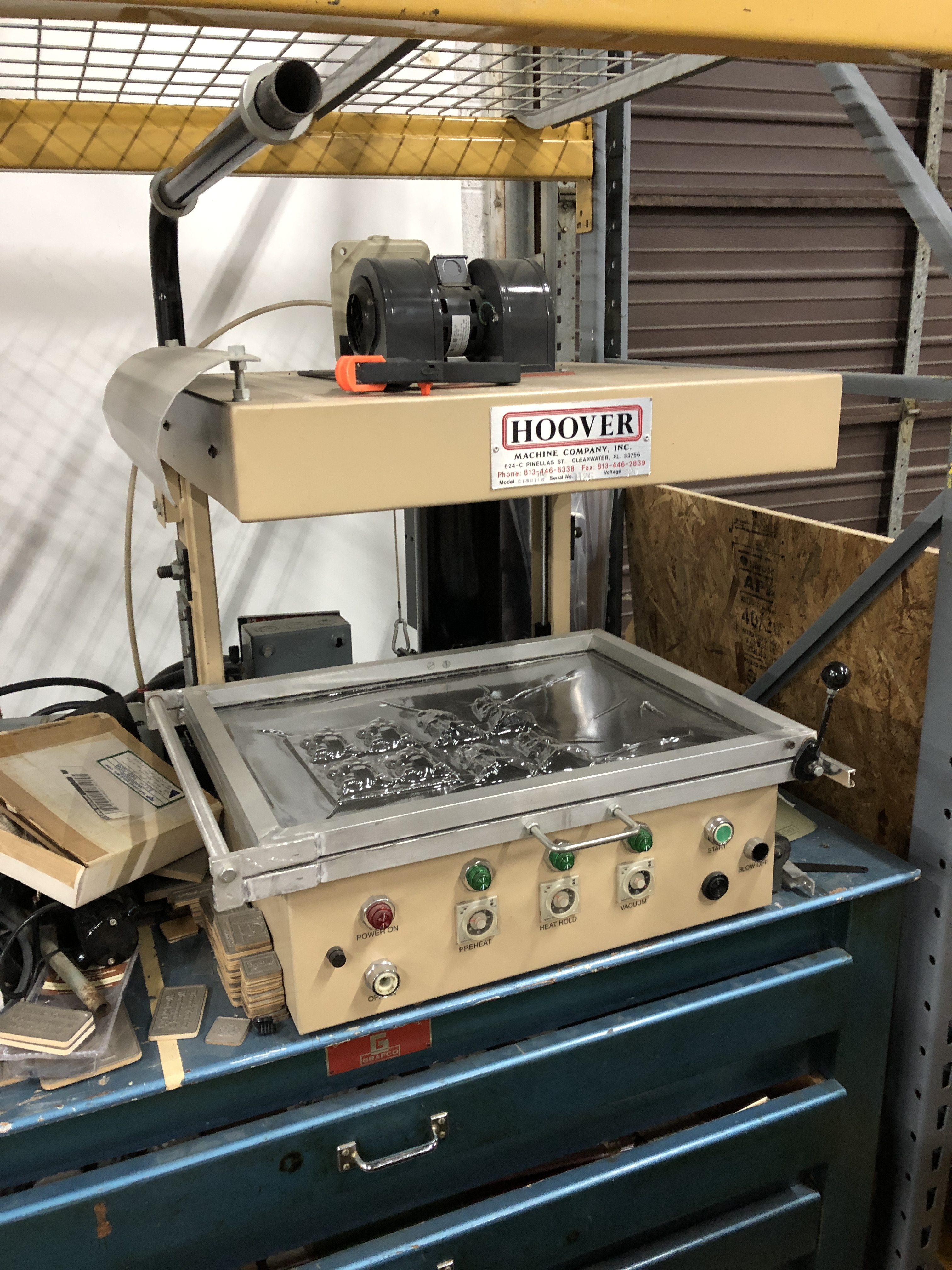 "Lot 45 - Hoover model Starter Thermoforming plastic mold making machine 18"" x 24"" range"