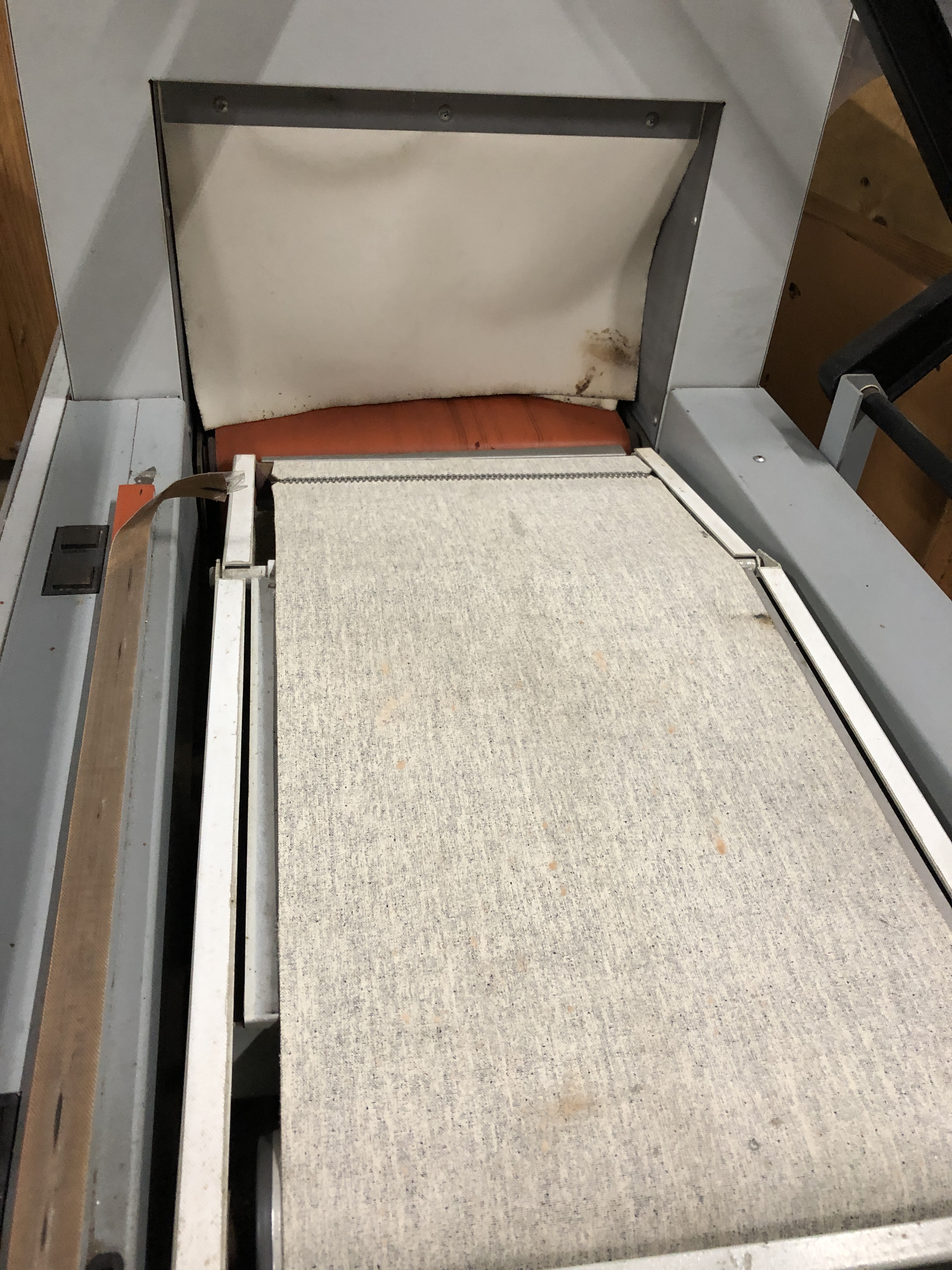 """Lot 41 - X-Rite model 710 L-Bar Sealer with Shrink Tunnel. 14"""" x 18"""" L-bar area and 14"""" wide x 8"""" tall and"""
