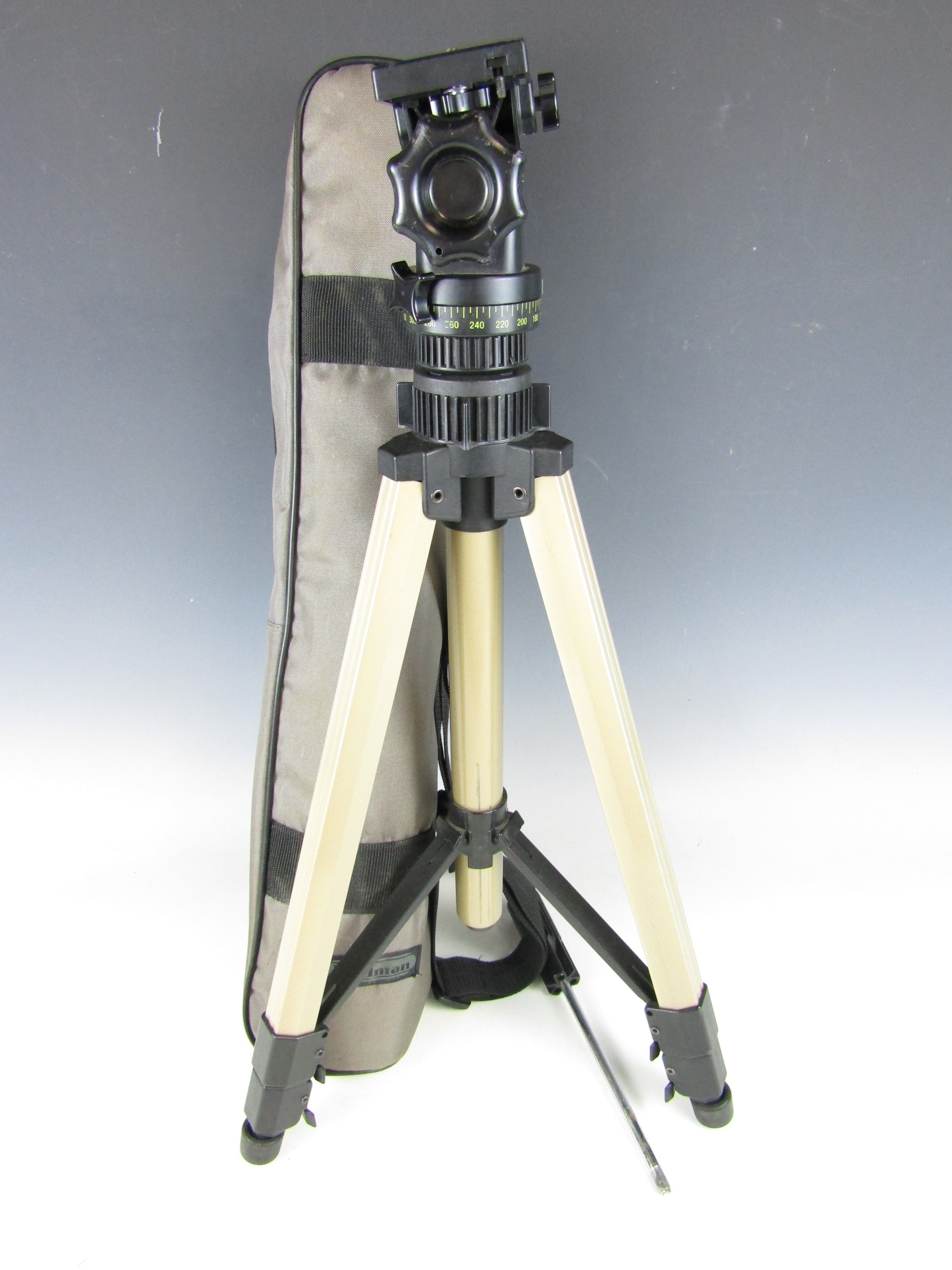 Lot 51 - A cased Pullman Bicora camera tripod