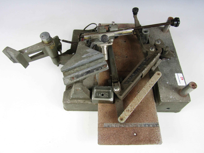 Lot 42 - A vintage French Gravo Graph 52332 engraving machine