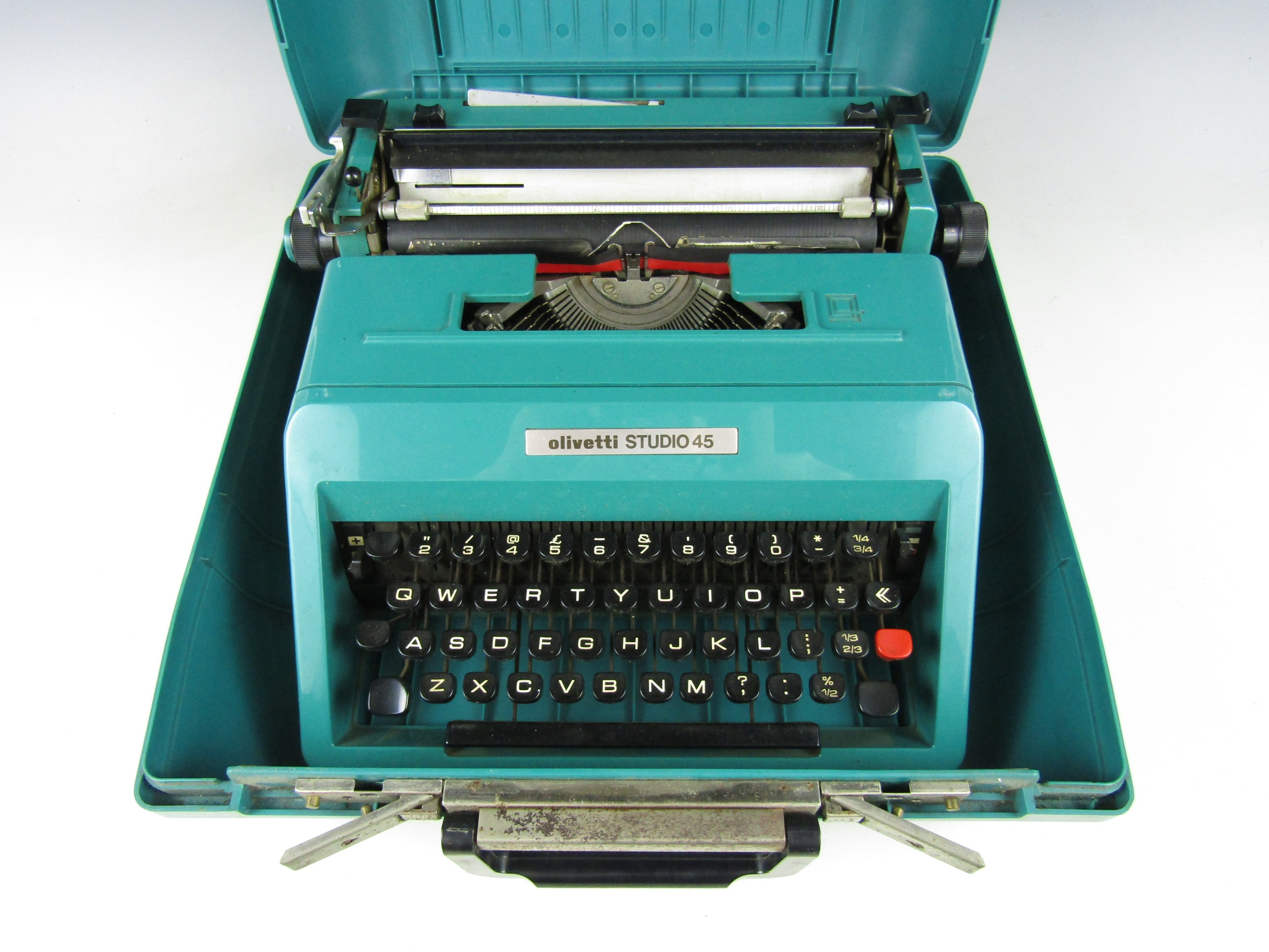 Lot 7 - An Olivetti Studio 45 typewriter