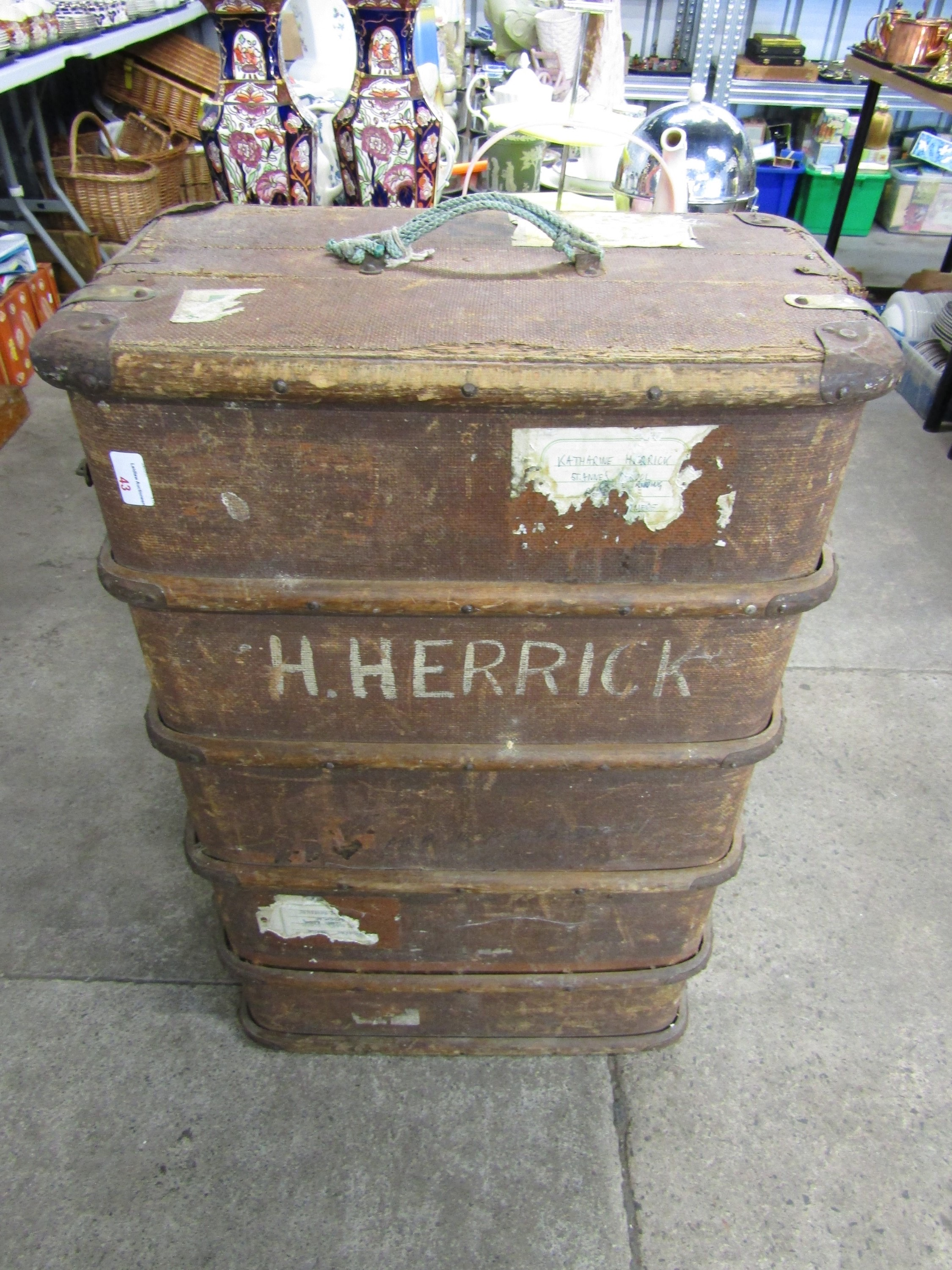 Lot 43 - A vintage luggage trunk