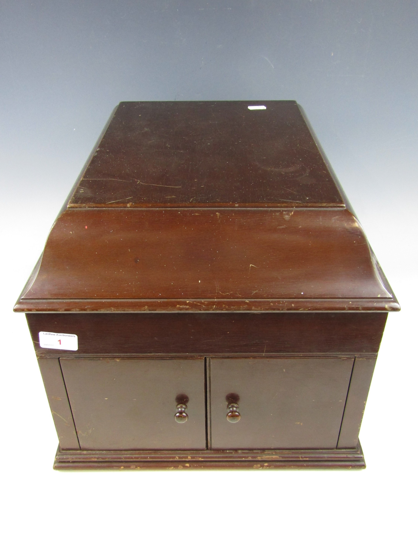 Lot 1 - A vintage HMV gramophone