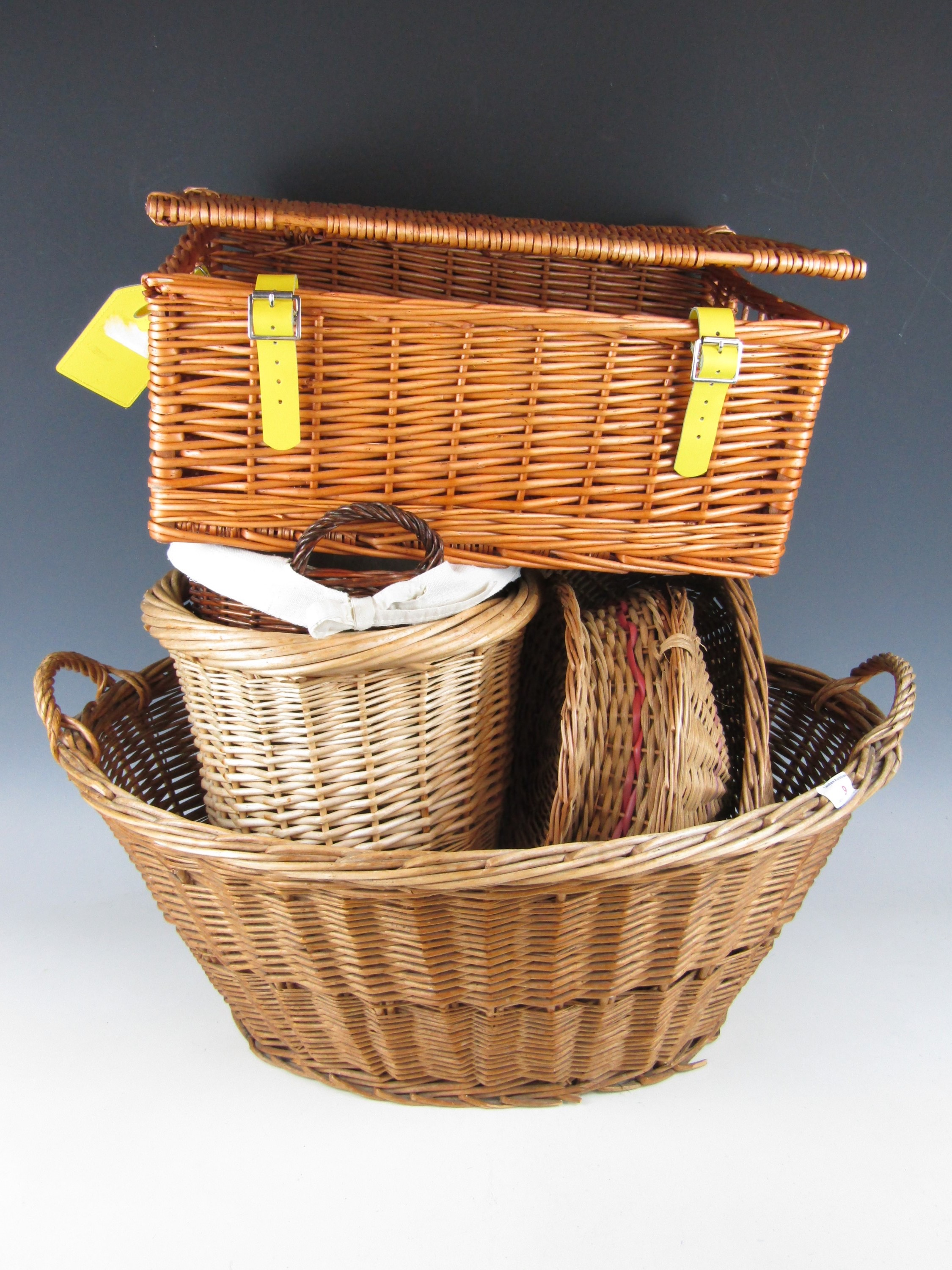 Lot 9 - A large wicker basket together with a picnic hamper etc