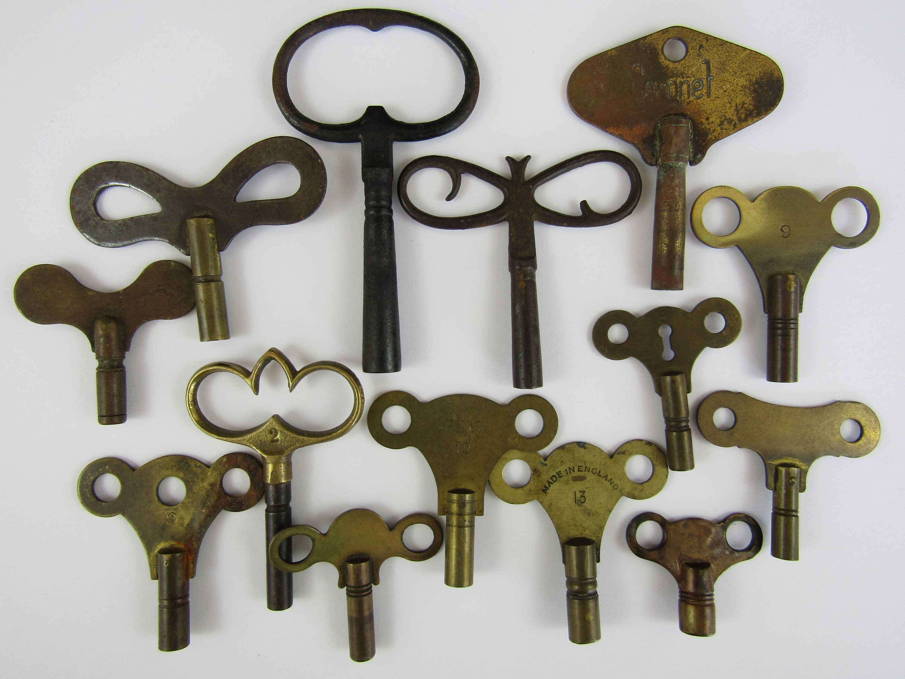 Lot 13 - Various clock keys