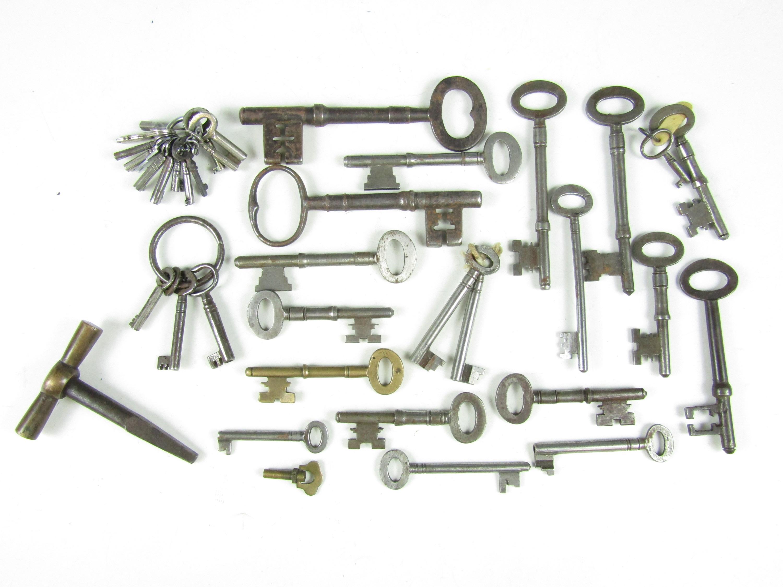 Lot 45 - A quantity of keys including a Railway Guardsman's key