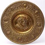 Wandteller, 2. Hälfte 19.Jhdt.Flachgemuldete Form mit breiter, reliefierter Fahne. Im Spiegel
