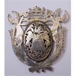 Wappenschild, dat. 1717Doppelseitig gearbeitetes Schild mit ovalem Zentrum aus Horn (?), darüber