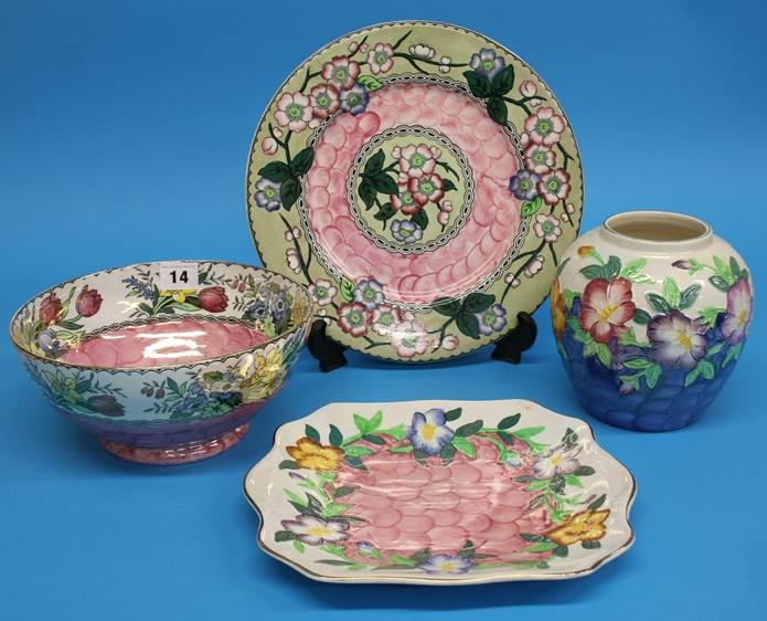 Lot 14 - Four pieces of Maling pottery