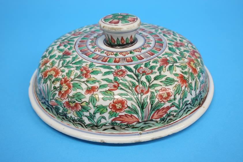 Lot 20 - A 17th century Wucai cover, 24cm diameter