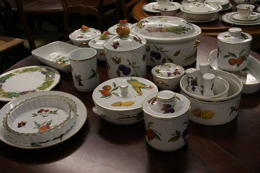 Lot 86 - A selection of assorted Royal Worcester, Evesham a