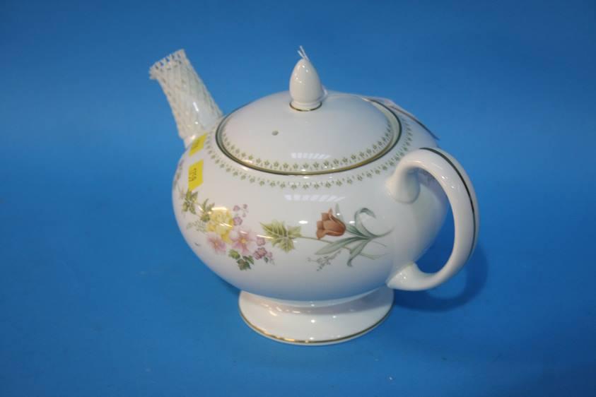 Lot 69 - A Wedgwood 'Mirabelle' tea service