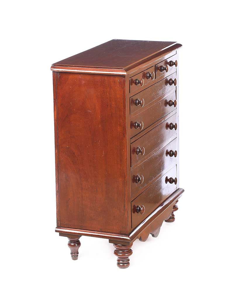VICTORIAN MAHOGANY CHEST OF DRAWERS - Image 7 of 7