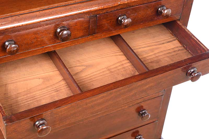 VICTORIAN MAHOGANY CHEST OF DRAWERS - Image 4 of 7