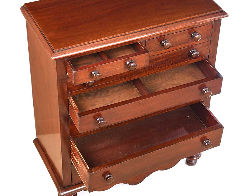 VICTORIAN MAHOGANY CHEST OF DRAWERS - Image 3 of 7